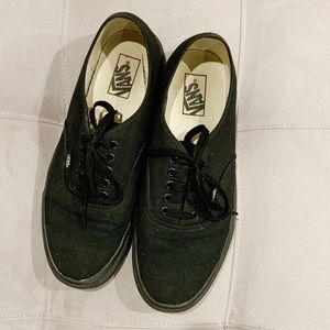 VANS AUTHENTIC TENNIS SHOES